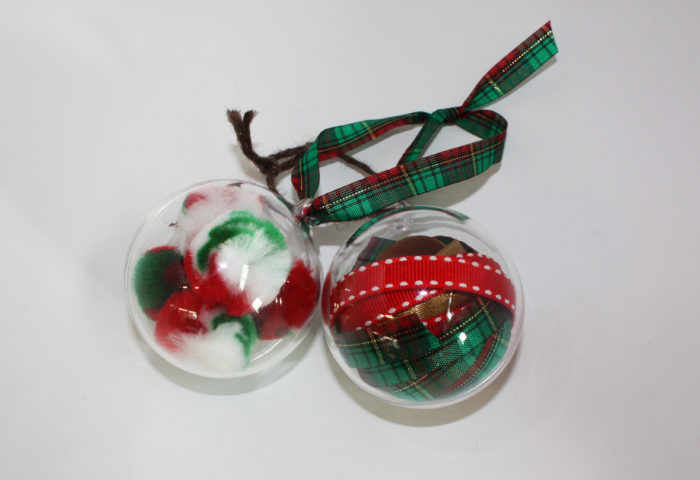 Make Christmas baubles